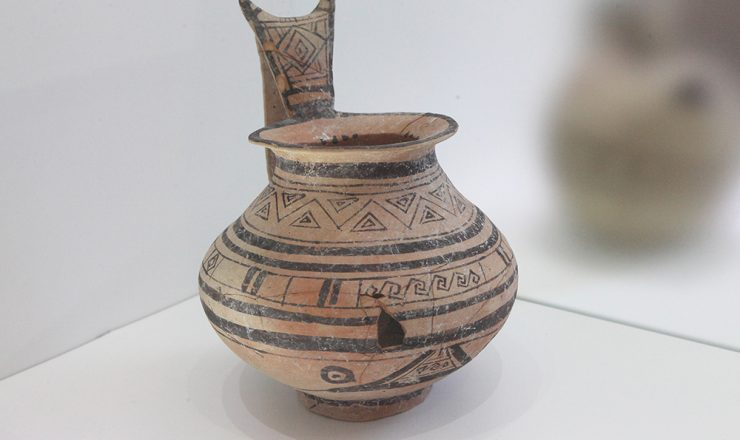 Monochrome Daunian jug with geometrical decoration